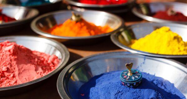 Farbowanie ubrań – odmień w łatwy sposób swoją garderobę