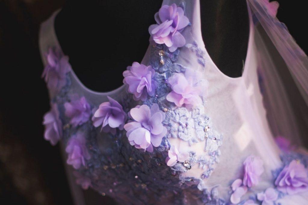 Kolorowa suknia ślubna w kwiaty