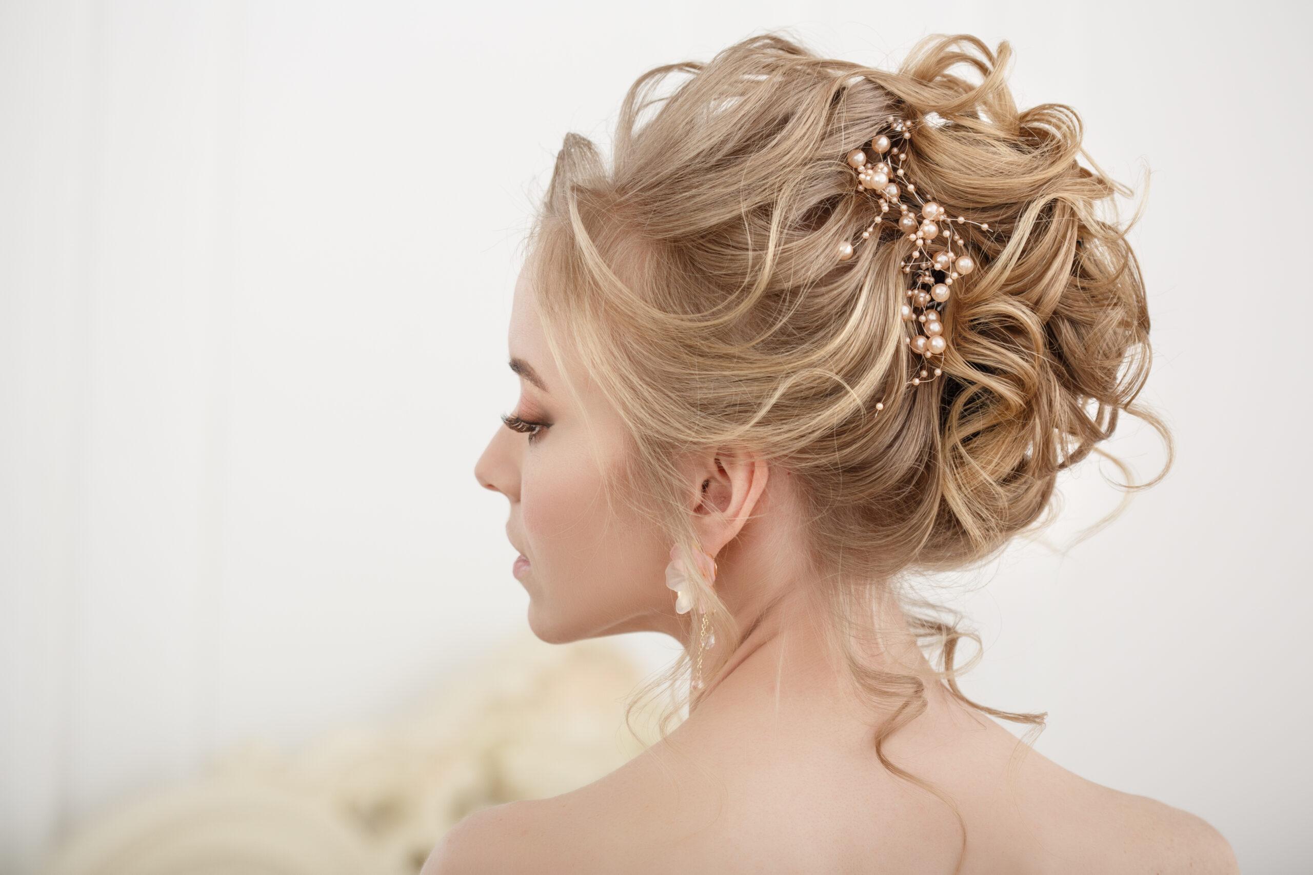 wysoki kok jako fryzura na wesele