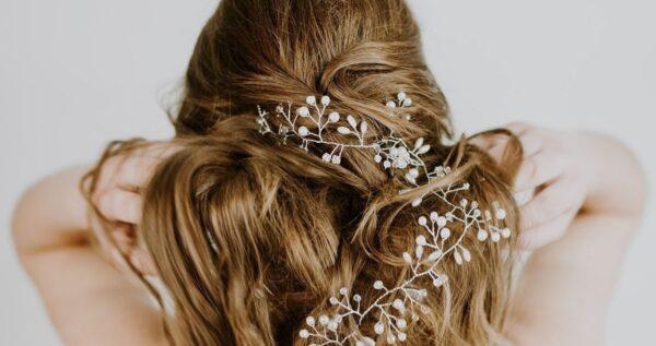 Fryzury dla cienkich włosów – dodaj objętości swojej fryzurze!