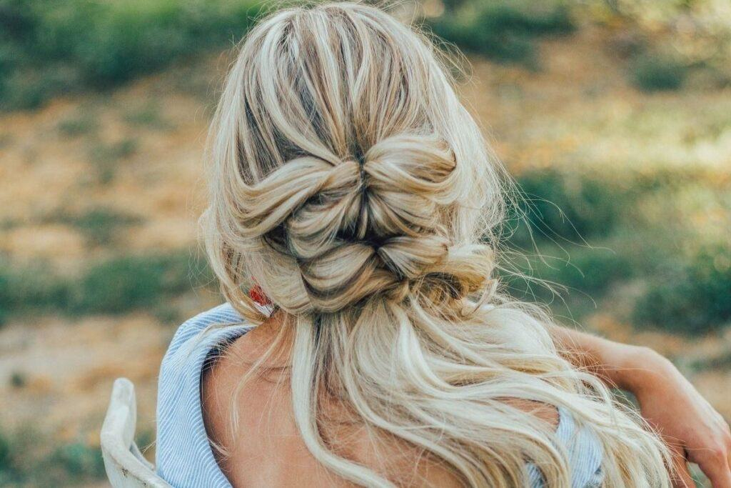 Fryzury z warkoczem dla cienkich włosów