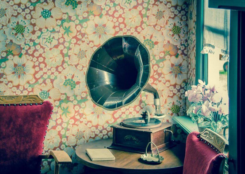 Pomysł na prezent ślubny - gramofon