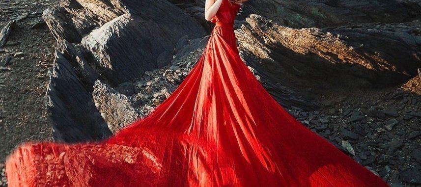 Czerwona sukienka na wesele – ryzykowny wybór czy świetna decyzja?