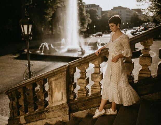 Sukienki boho na wesele hitem 2019 roku! Czym się charakteryzują i jaki krój wybrać?