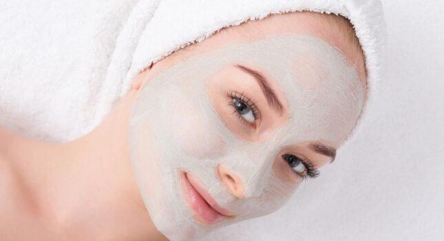 Skuteczne domowe maseczki na twarz – proste i szybkie przepisy
