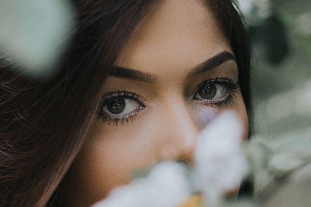 Pomalowane brązowe oczy