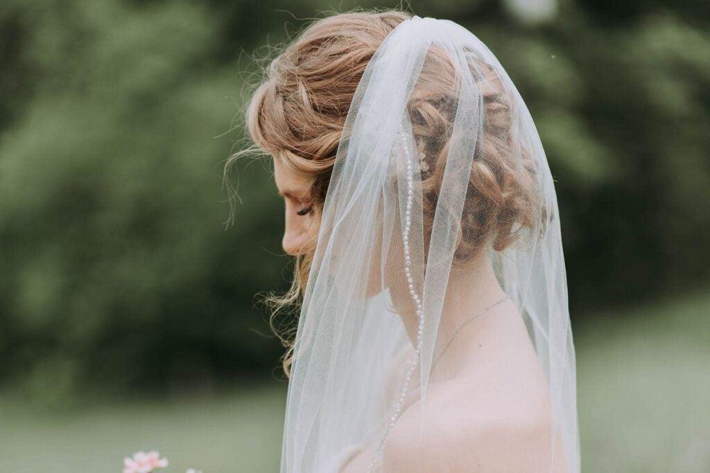 Koki ślubne, czyli stylizacja włosów, która nigdy nie wychodzi z mody!