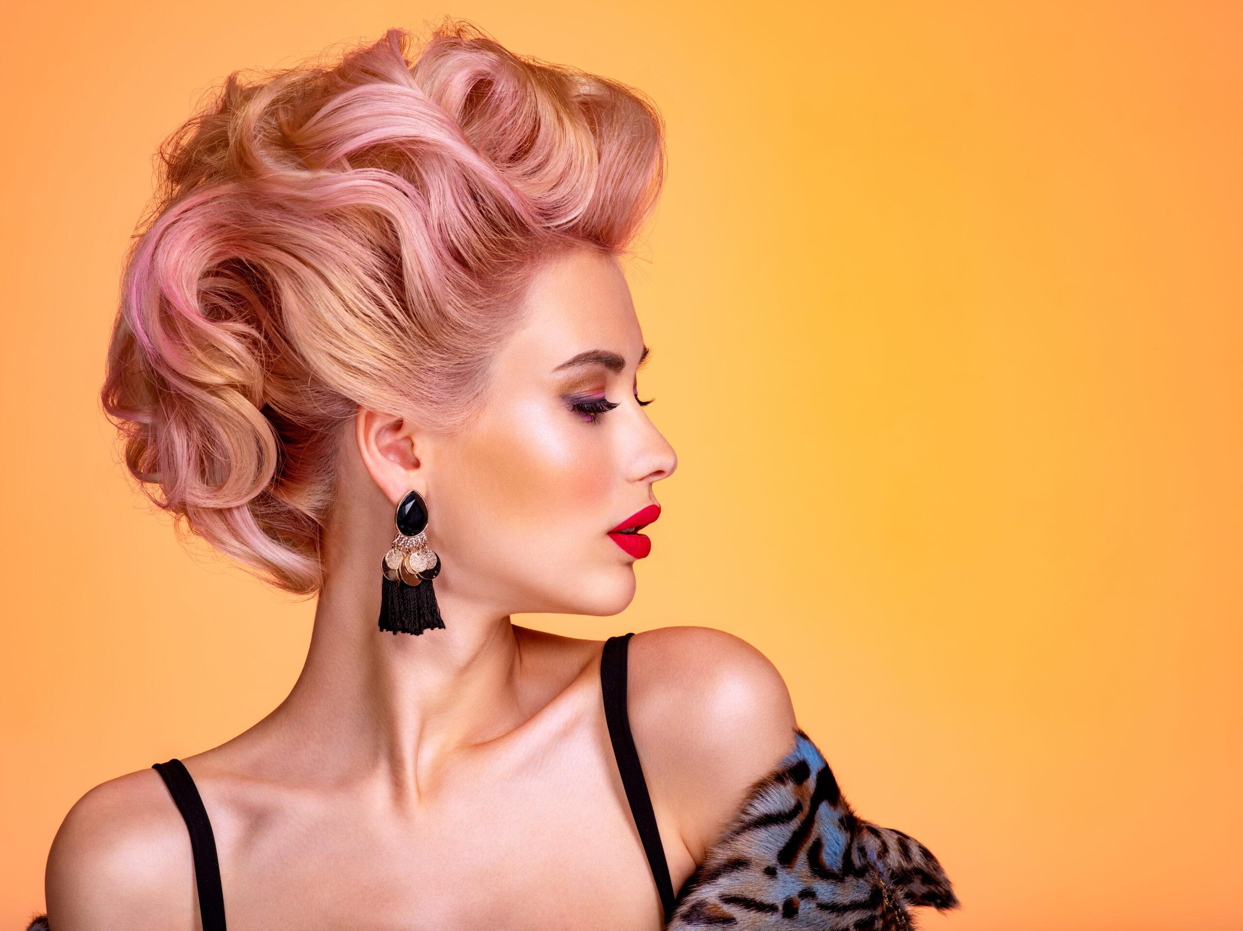efektowna fryzura na wesele z krótkich włosów