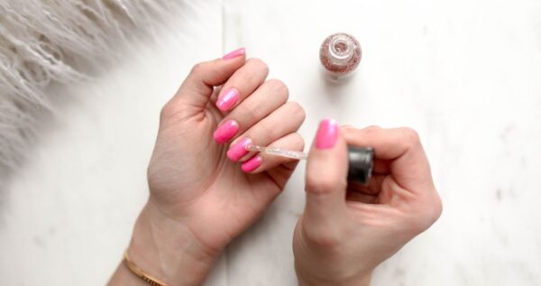 Jak malować paznokcie i zrobić perfekcyjny manicure w domu?