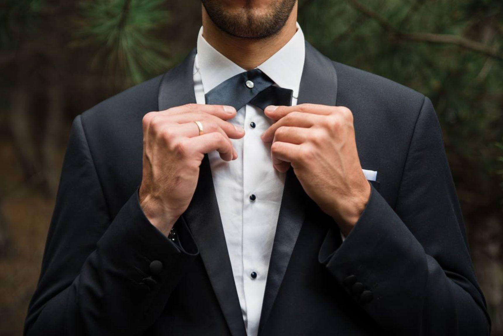 30546af229347 Modne garnitury ślubne dla perfekcyjnego pana młodego. Trendy 2019!