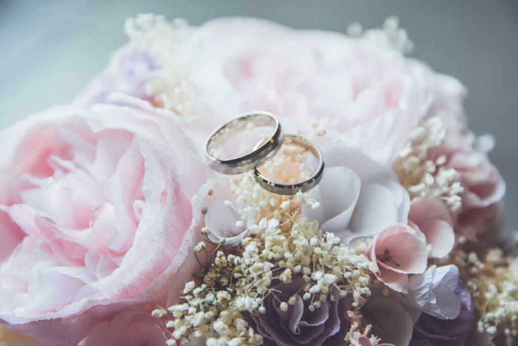 Przygotowania do ślubu - wybieranie obrączek