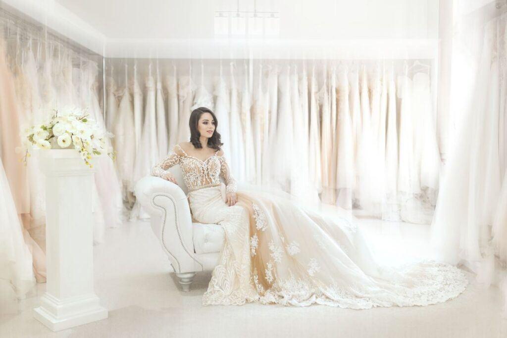 Idealna suknia ślubna z trenem – jak ją znaleźć?