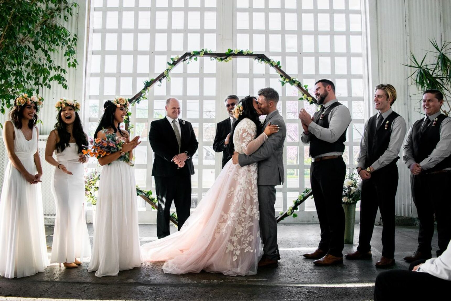 Ślub w ciąży? Jaką suknię ślubną wybrać?