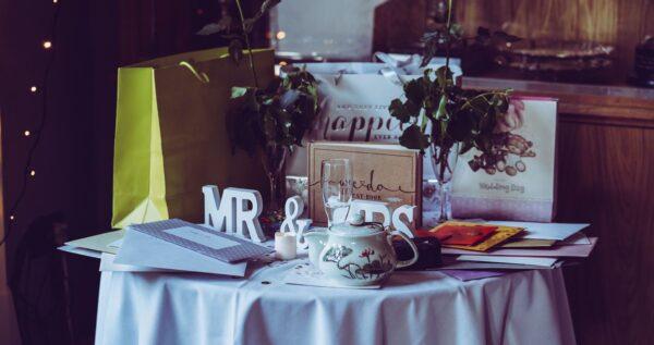 Oryginalny i zaskakujący pomysł na prezent ślubny - 12 ciekawych propozycji