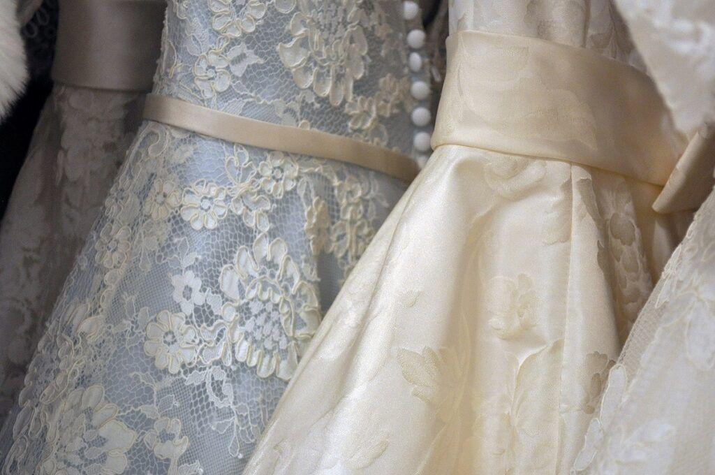 Sukienki ślubne dla puszystych wzory