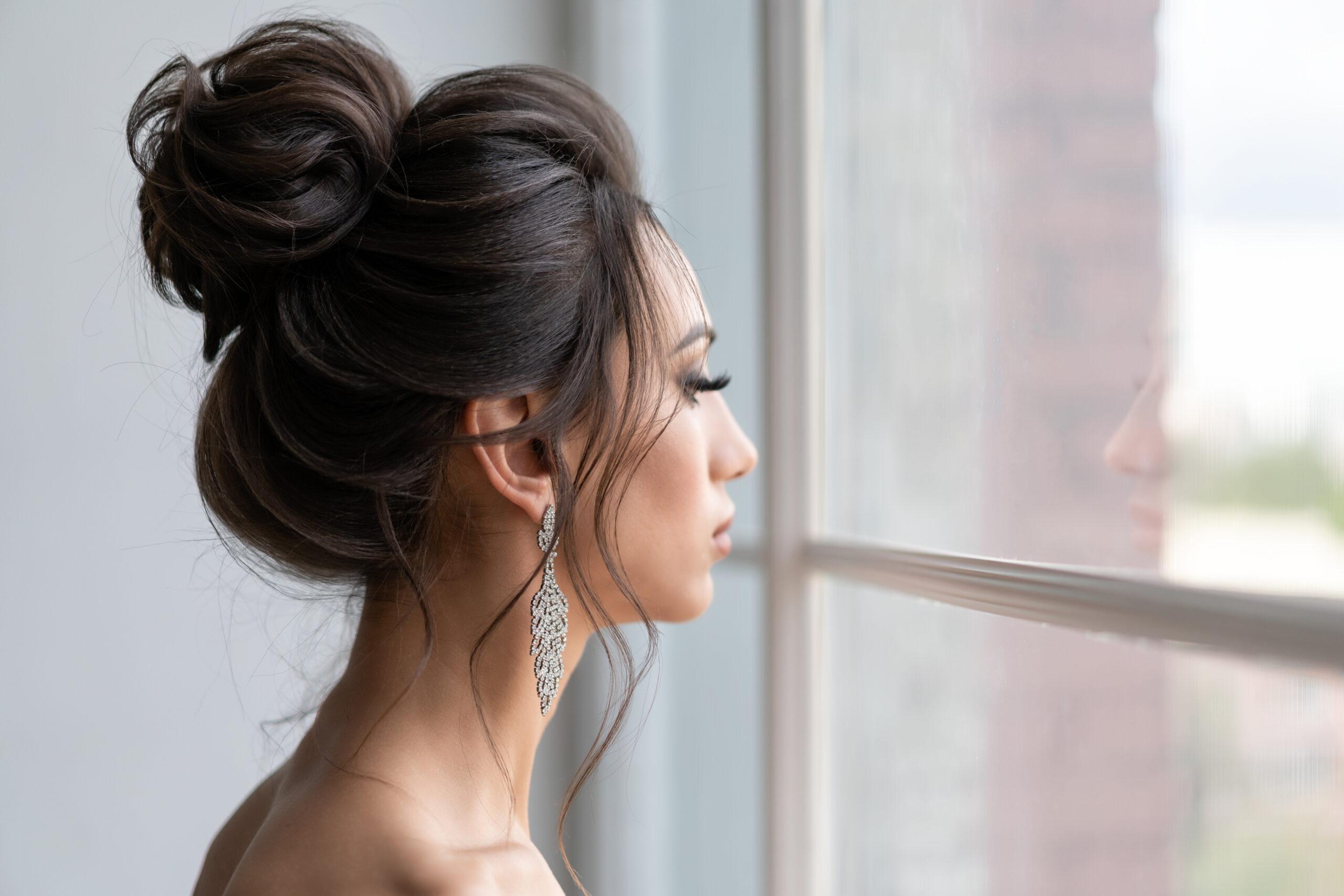 fryzura na wesele wysoki kok
