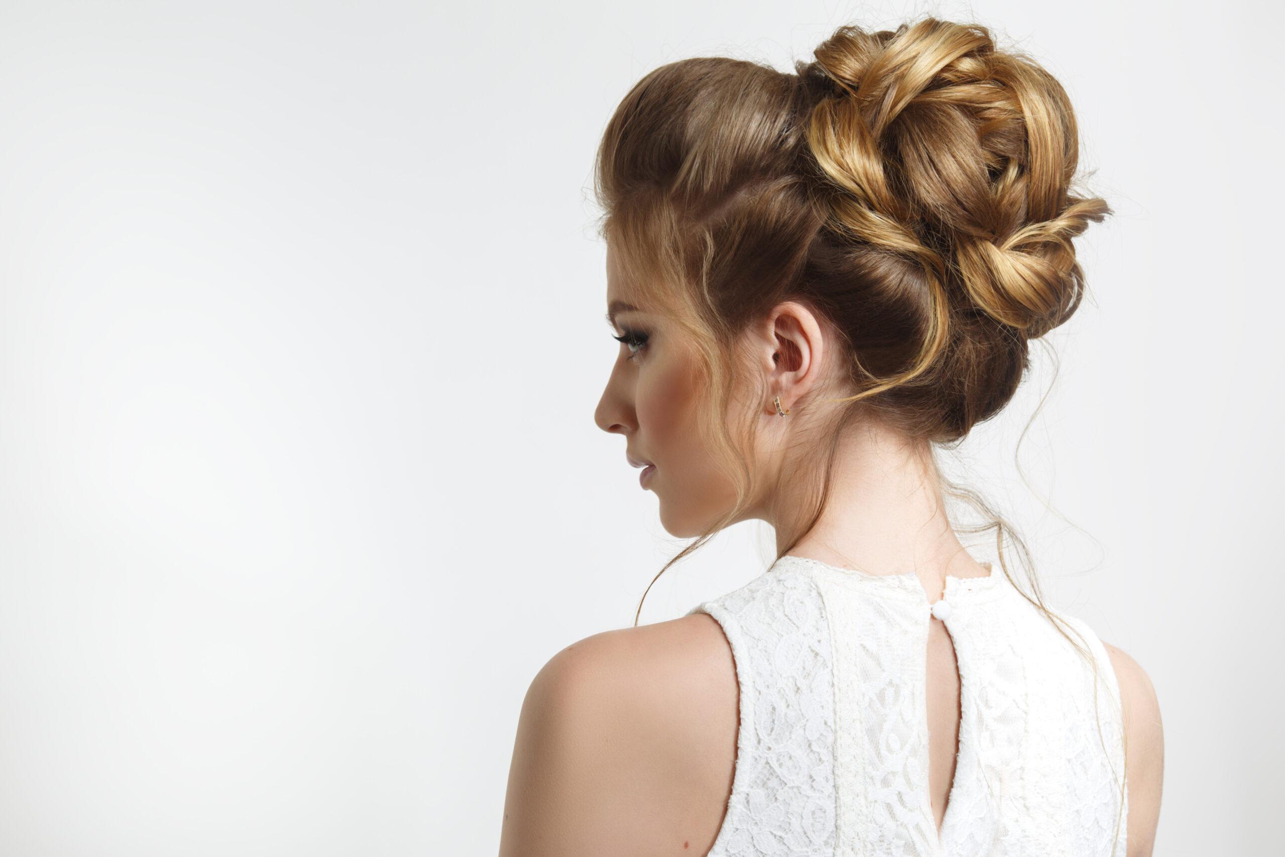 przykład eleganckiej fryzury na wesele