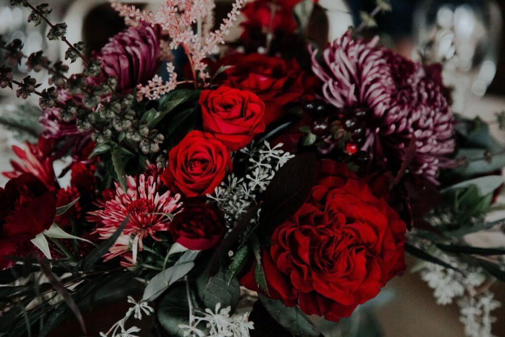 Bukiety ślubne z róż czerwonych