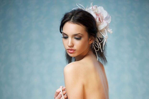 Fascynator ślubny – mały dodatek, wielkie wrażenie!