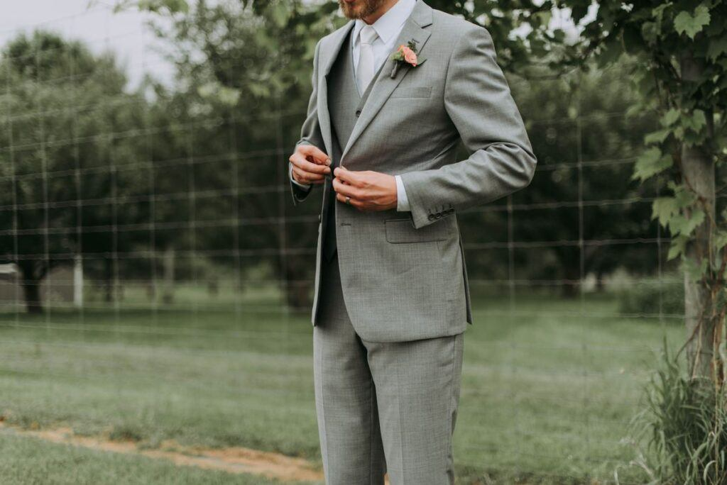 Szary garnitur na wesele