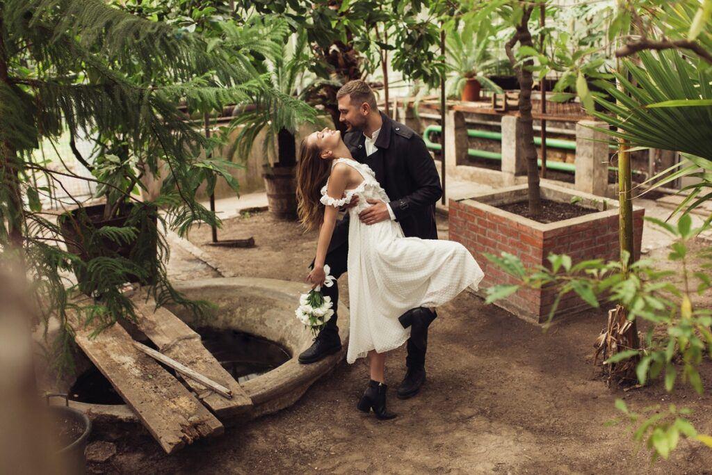 Magiczny pierwszy taniec – najpopularniejsze style, które wybierają pary młode