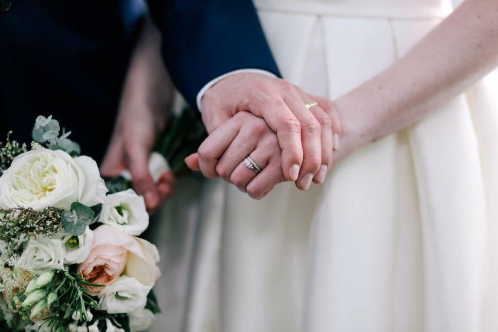 Czy warto przed ślubem spisać intercyzę? Jakie wiążę się z tym prawa i obowiązki?