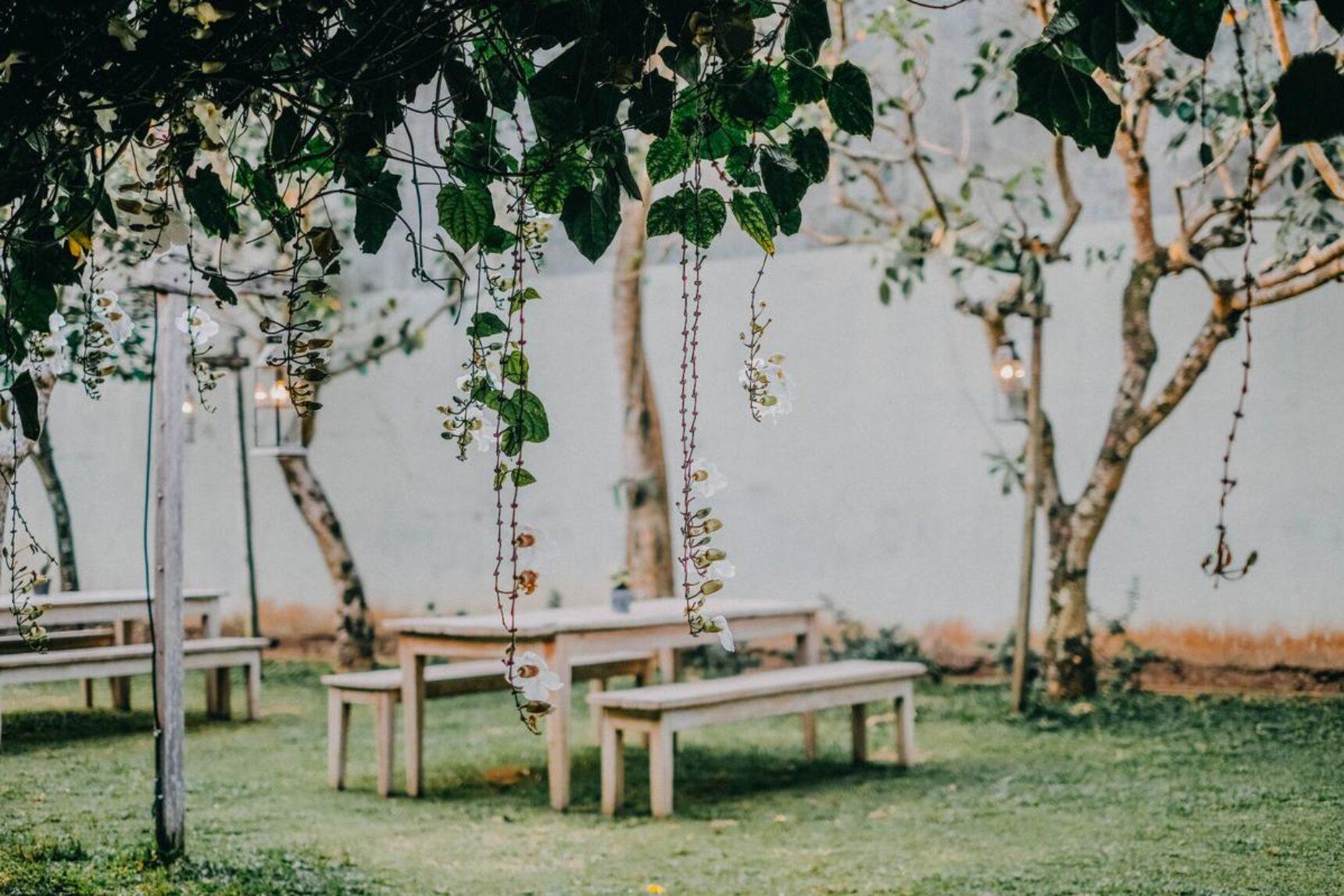 Małe przyjęcie weselne zamiast hucznego wesela? Sprawdź, co zrobić, żeby było wyjątkowe!