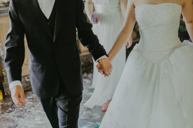 Dlaczego pary młode rezygnują z wielu tradycji? Tak tłumaczą swoje nowoczesne podejście