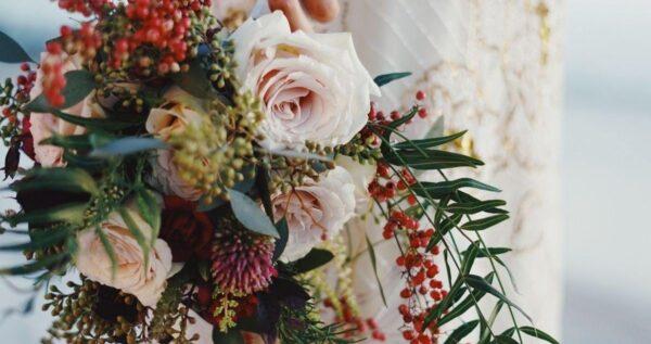 Piękne bukiety z klasycznych i eleganckich róż - jaki kolor najlepiej wybrać?