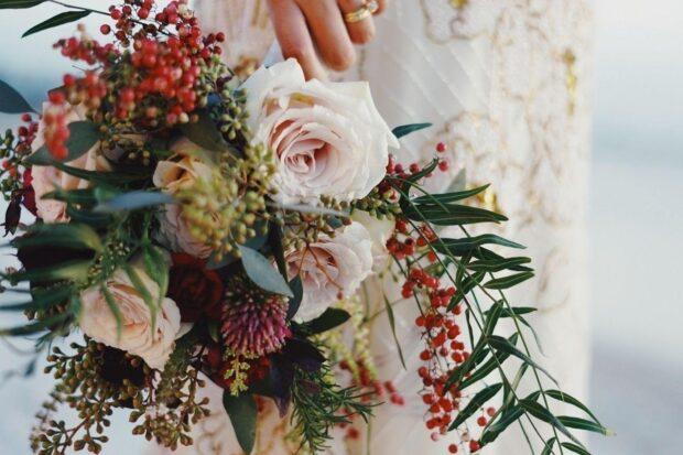 Piękne bukiety z klasycznych i eleganckich róż – jaki kolor najlepiej wybrać?