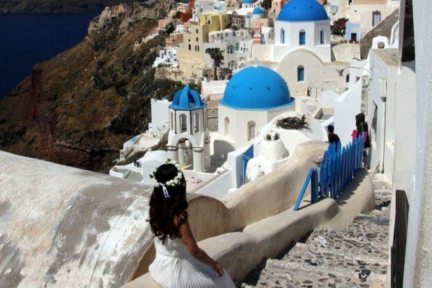 Urokliwy ślub w Grecji zamiast wielkiej uroczystości? Jak zorganizować tę wyjątkową chwilę?