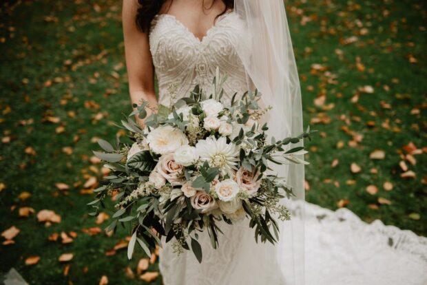 Suknia ślubna z rozcięciem – bądź seksowną panną młodą!