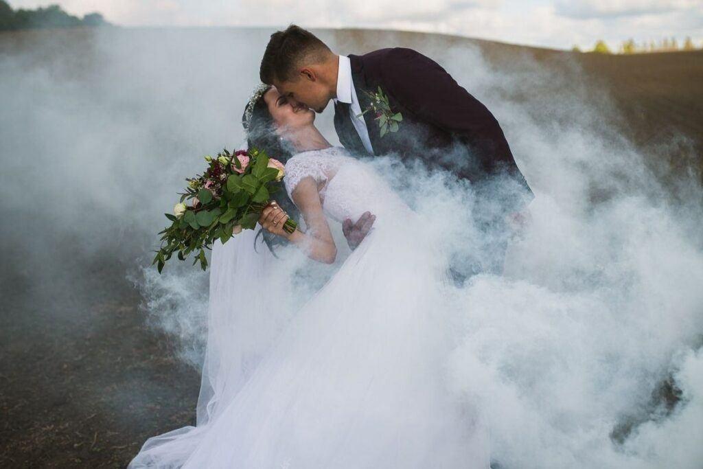 Para młoda po ślubie humanistycznym