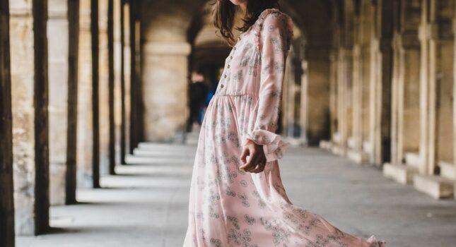 Sukienki midi na wesele - idealna klasyczna i ponadczasowa kreacja
