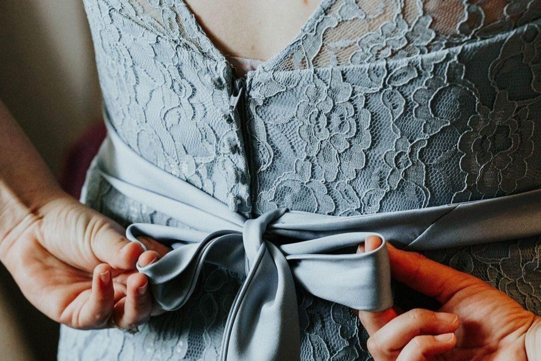 Sukienki dla mamy panny młodej – piękne i nowoczesne!