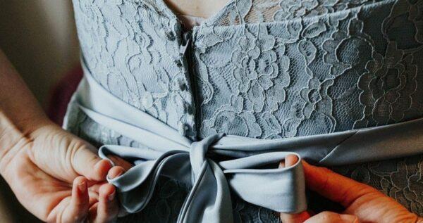 Sukienki dla mamy panny młodej - piękne i nowoczesne!