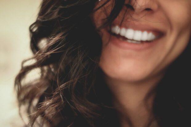 Jak wybielić zęby w domu, aby w dzień ślubu mieć piękny uśmiech? Skuteczne sposoby!