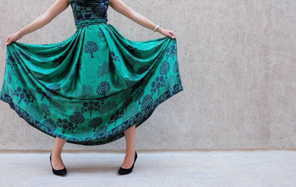 Zielona sukienka maxi na wesele