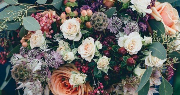 Najpiękniejsze kwiaty na ślub i wesele - sprawdź, kiedy kwitną i które są najtrwalsze!