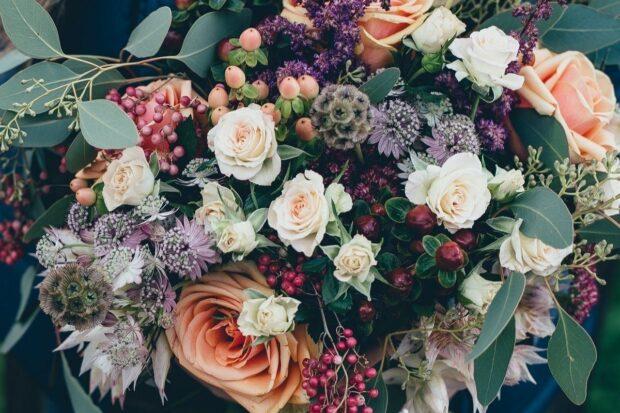 Najpiękniejsze kwiaty na ślub i wesele – sprawdź, kiedy kwitną i które są najtrwalsze!
