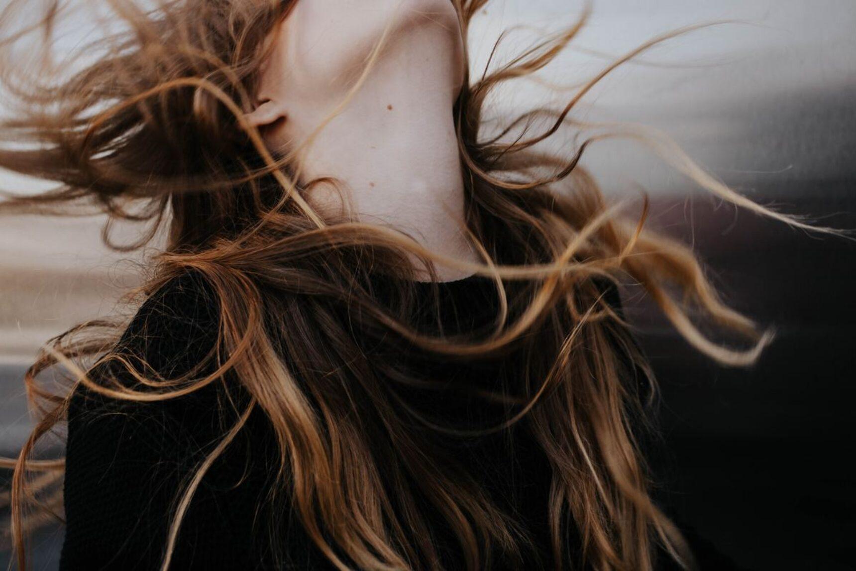 Rodzaje włosów i ich pielęgnacja – sprawdź, co zrobić, aby włosy były piękne i zdrowe!
