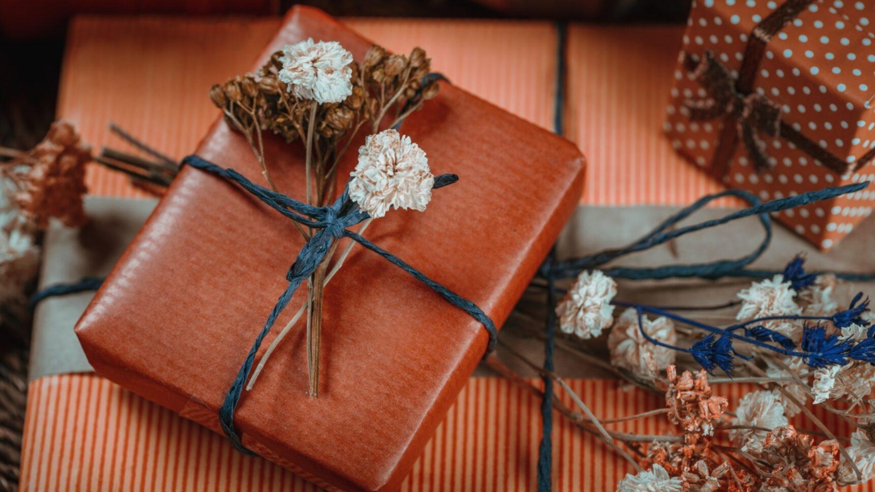 Jaki prezent podarować parze młodej na ślub? Te propozycje to strzał w dziesiątkę!