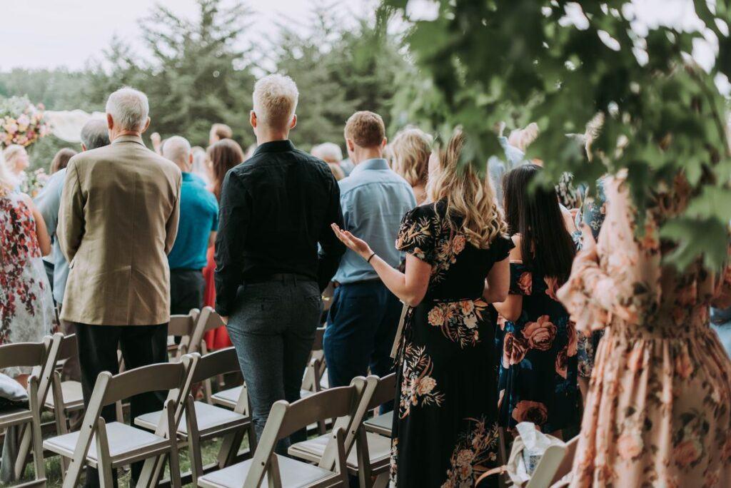 Porywczy goście i stresujące sytuacje – czy bójki i kłótnie na weselach wciąż się zdarzają?