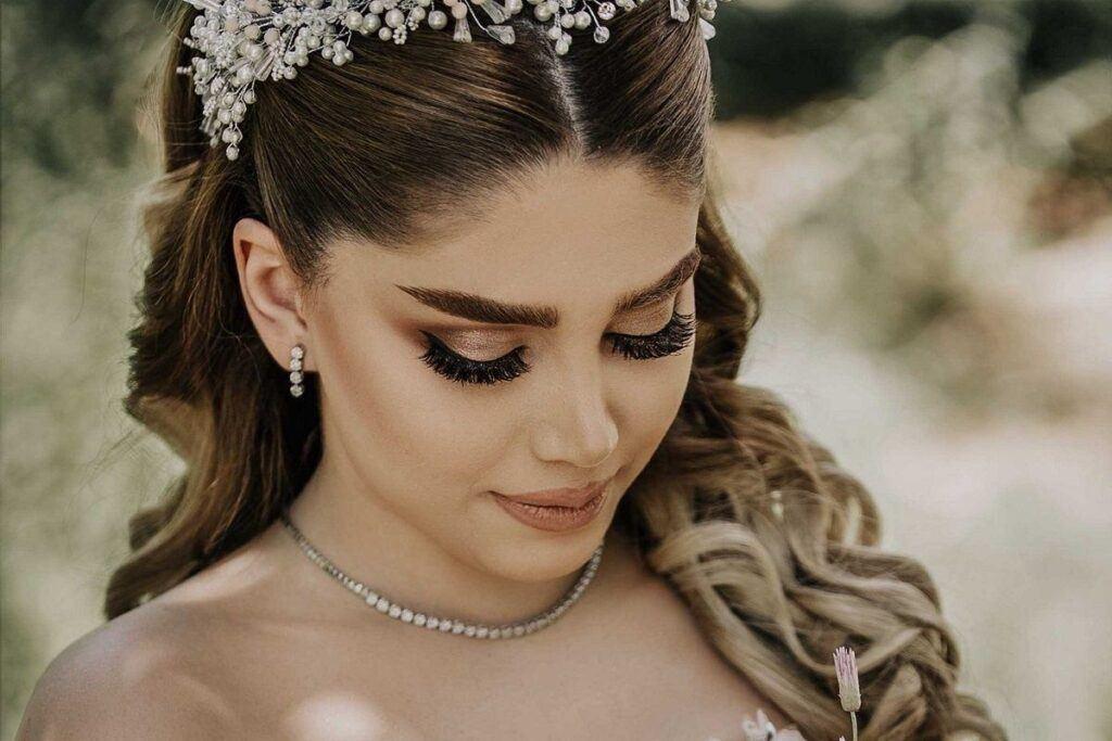Opaska ślubna – piękna i skromna ozdoba włosów panny młodej!
