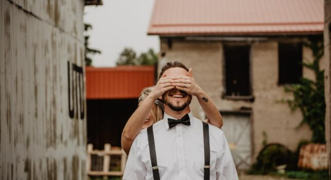 Pomóc albo nie pomóc? Oto jest pytanie! Dlaczego panowie młodzi nie angażują się w organizację ślubu?