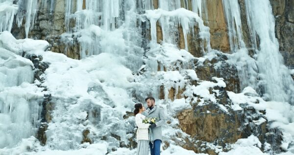Magiczny ślub zimą - jak zorganizować uroczystość i wesele?