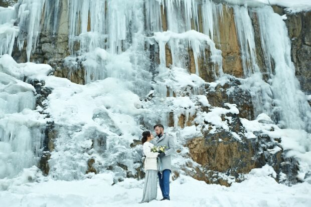 Magiczny ślub zimą – jak zorganizować uroczystość i wesele?