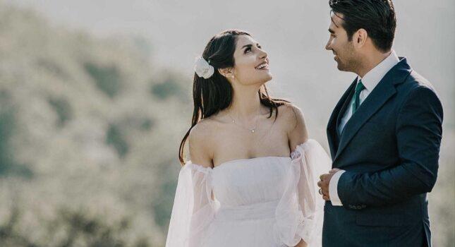 Kwiaty do włosów – dodaj uroku swojej ślubnej stylizacji!