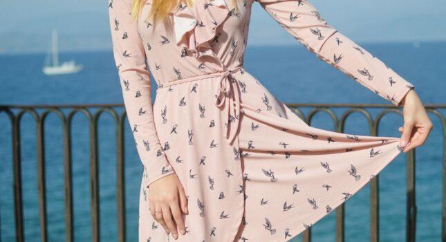 Rozkloszowana sukienka na wesele – baw się dobrze i wyglądaj świetnie!