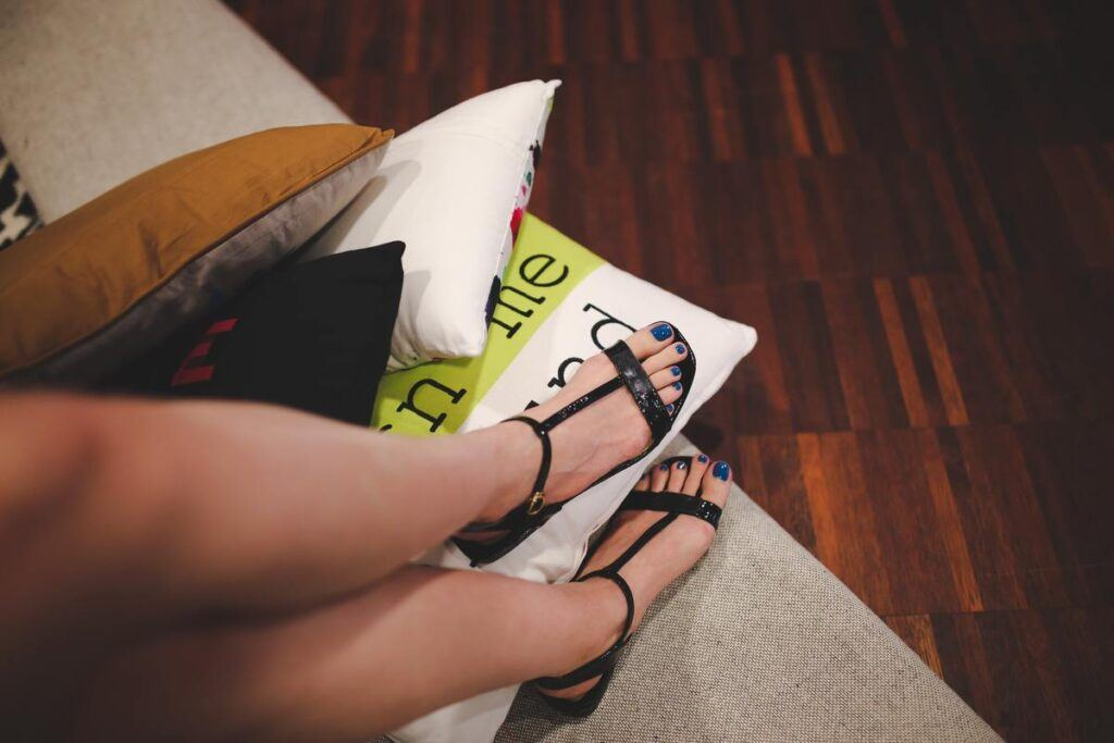 Eleganckie i płaskie buty do sukienki